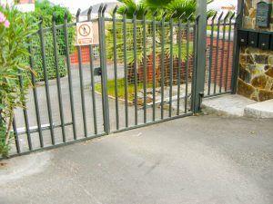 Cancela entrada Casa Roja